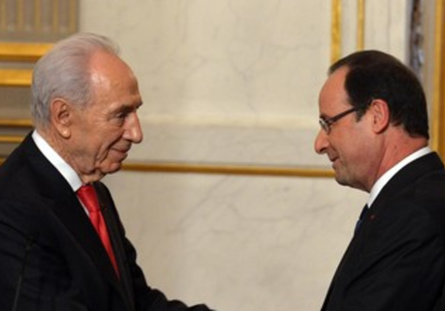 French President Francois Hollande hosts President Shimon Peres in Paris, March 8