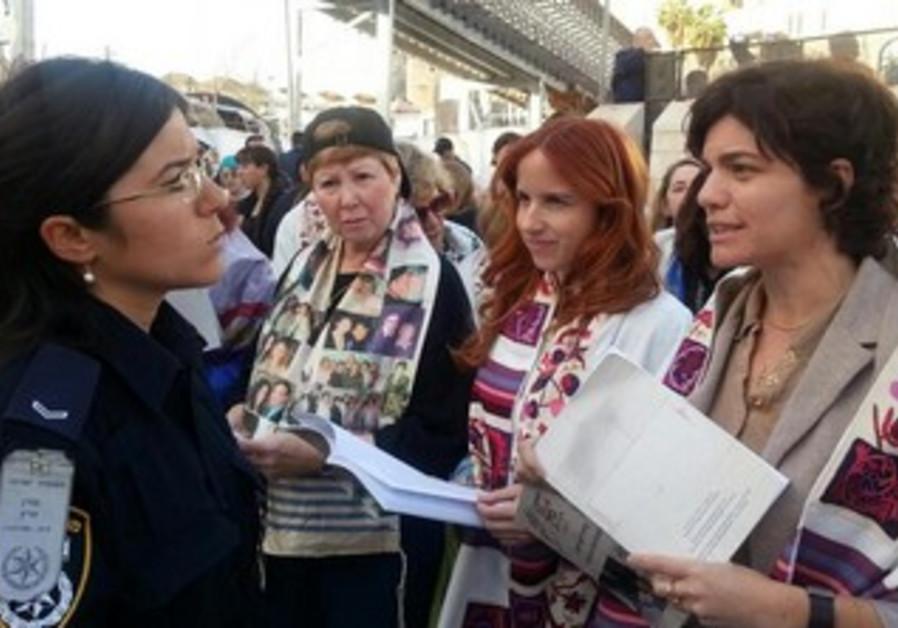 Labor MK Stav Shafir (middle)  and Meretz  MK Tamar Zandberg (far right) at Western Wall.