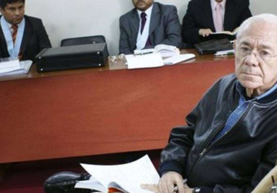 Israeli former judge Dan Cohen attends his second extradition hearing  in Lima, 2009