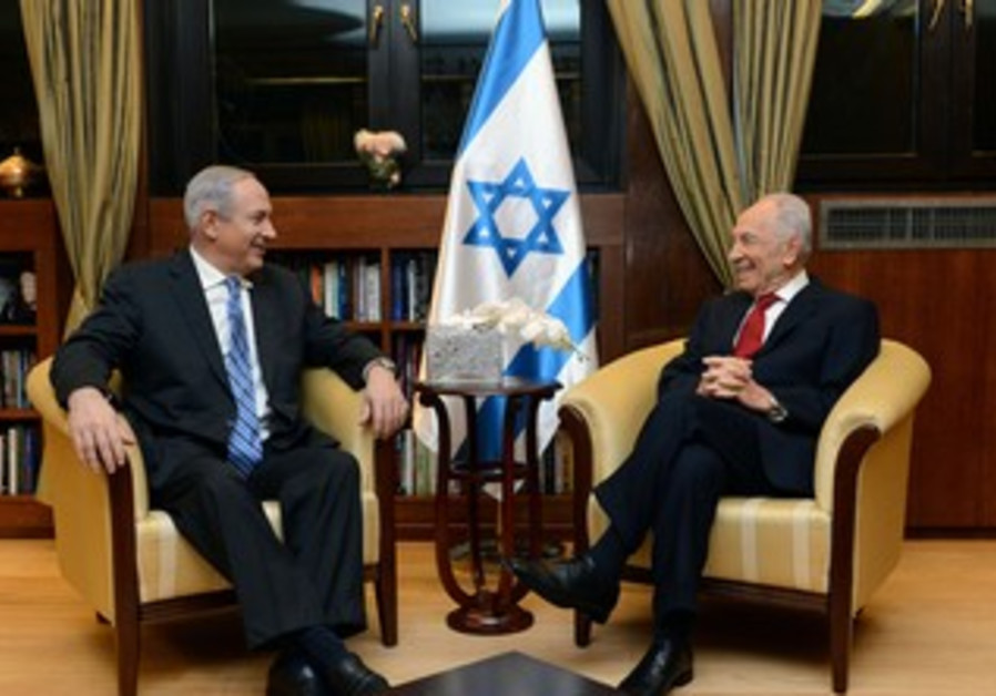 Netanyahu informs Peres that new gov't has been formed at President's Residence in J'lem, March 16