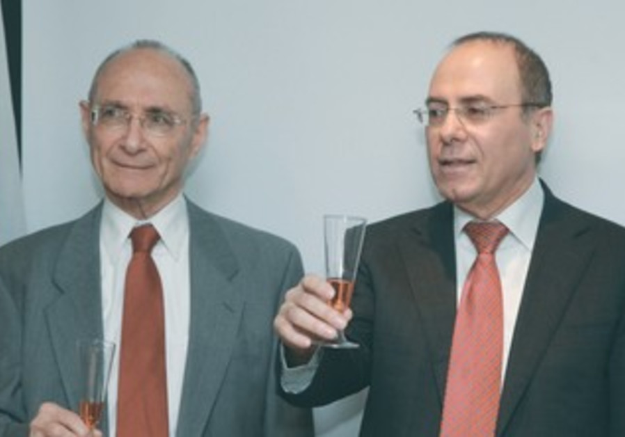 Silvan Shalom and Uzi Landau at handover ceremony