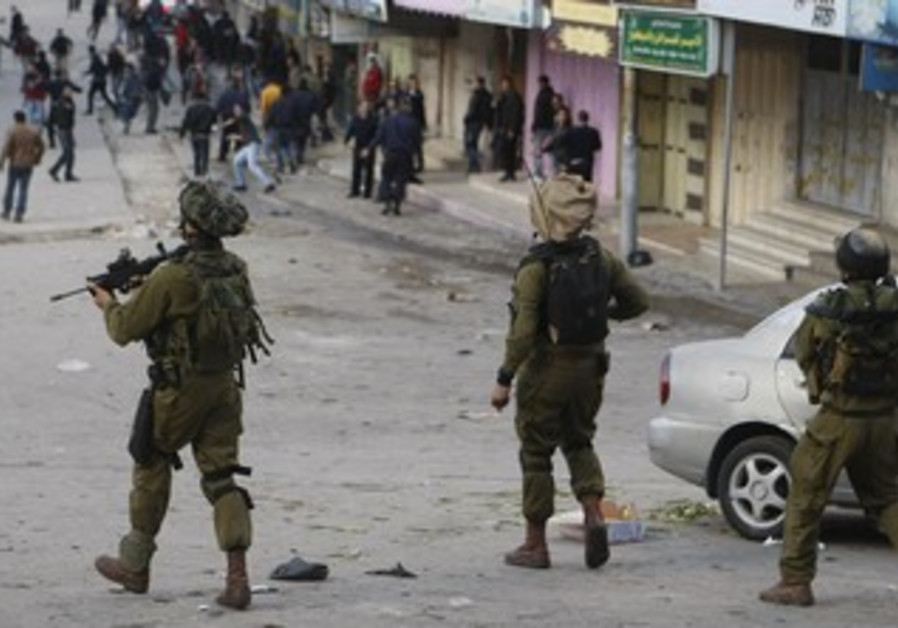 IDF soldiers deal with protesters in Hebron