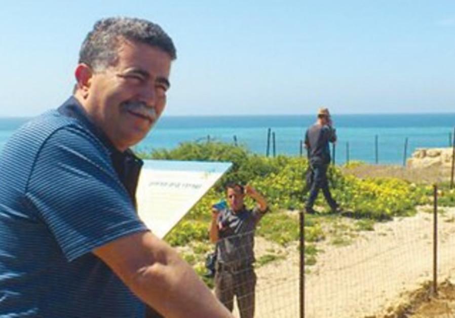 Environmental Protection Minister Amir Peretz visits Palmahim Beach.