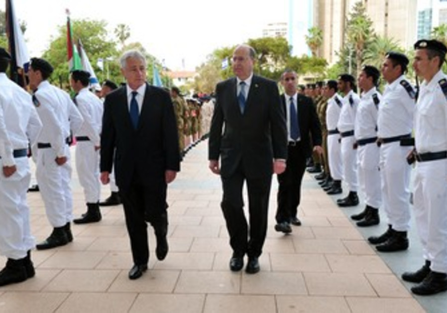 US Secretary of State Chuck Hagel and Defense Minister Moshe Ya'alo