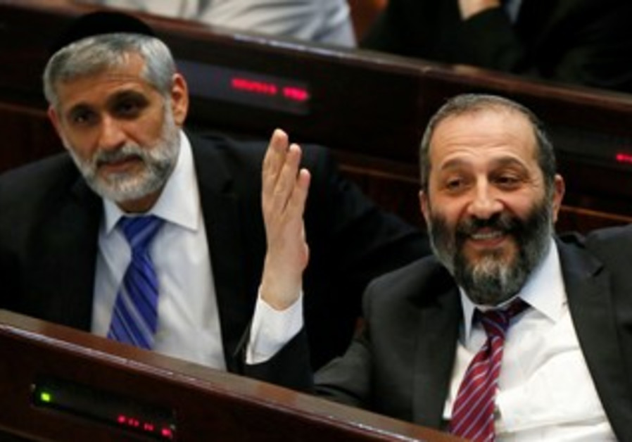 Shas MKs Eli Yishai and Arye Deri at the Knesset, April 22, 2013.