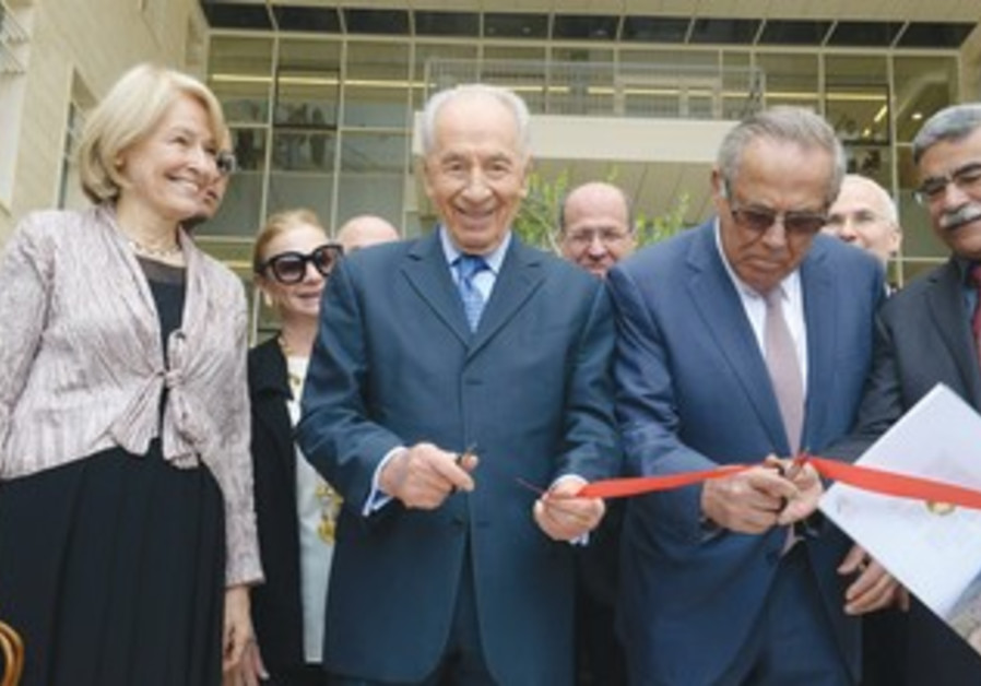 PERES and Stef Wertheimer cut the ribbon at the opening ceremony of the Nazareth Industrial Park
