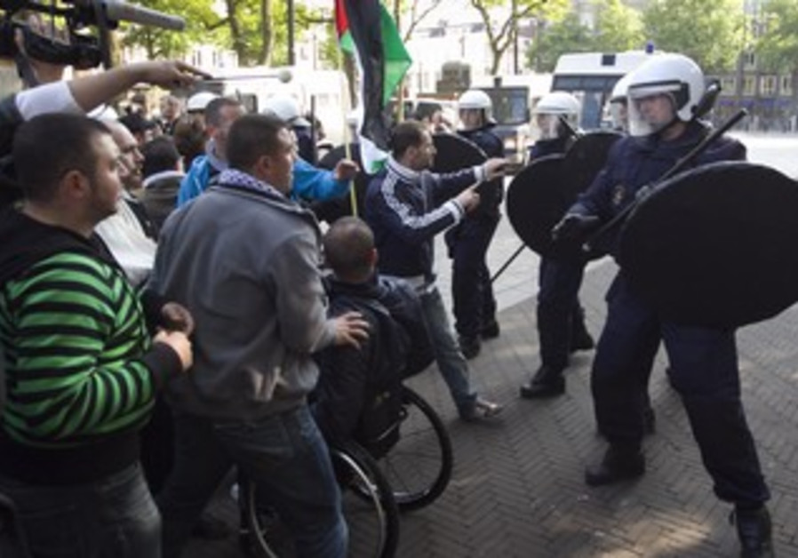 Dutch protesters shout anti-Israel slogans in 2010