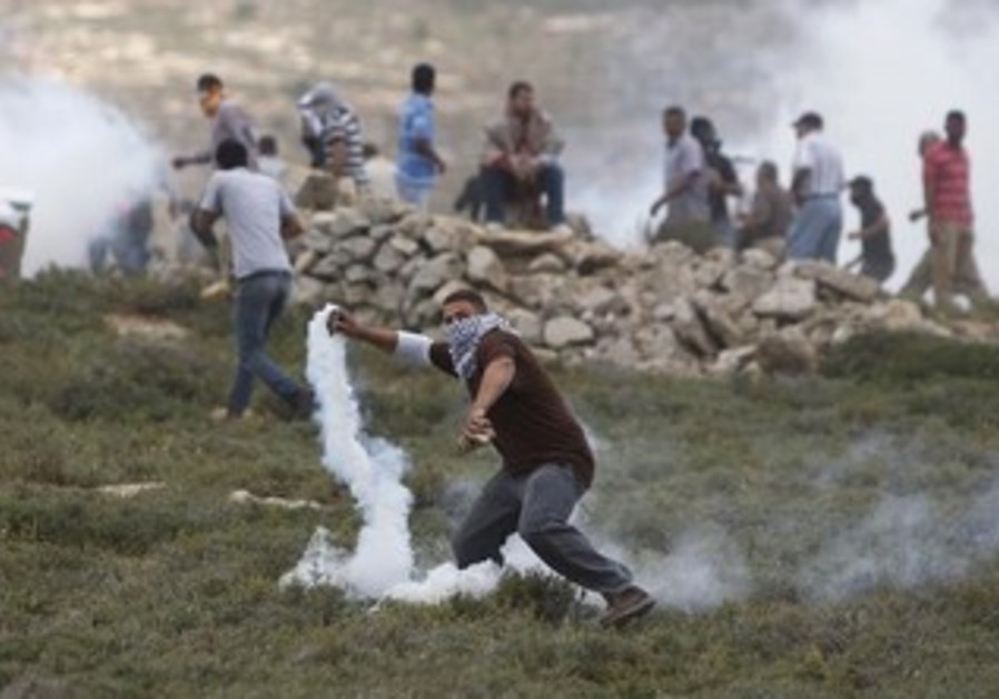 Palestinians clash with police in West Bank