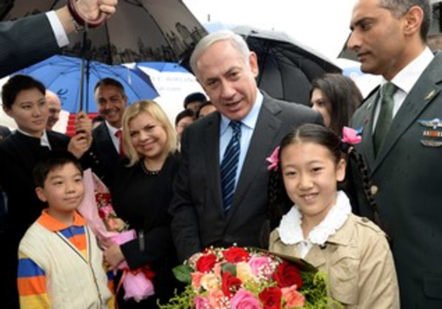 Prime Minister Binyamin Netanyahu arrives in Shanghai.