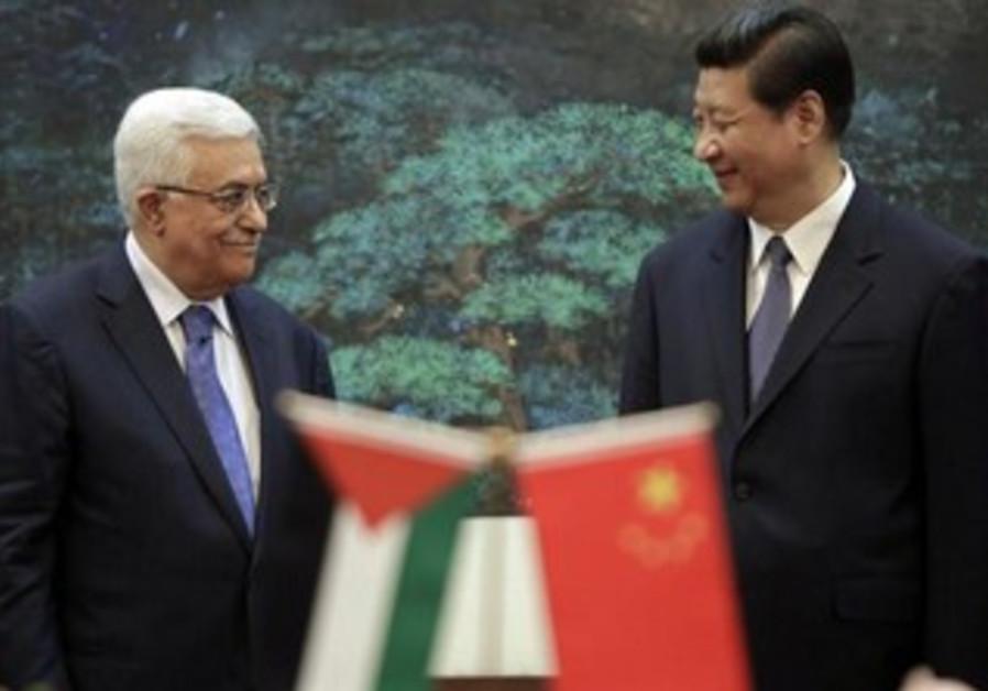 China's President Xi Jinping (R) and his Palestinian counterpart Mahmoud Abbas