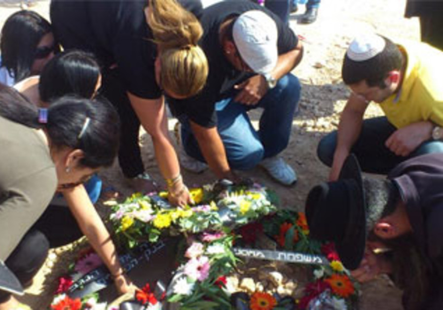 Mourners at the funeral for Anat Even Haim, killed in a shooting at a Beersheba bank, May 21, 2013.