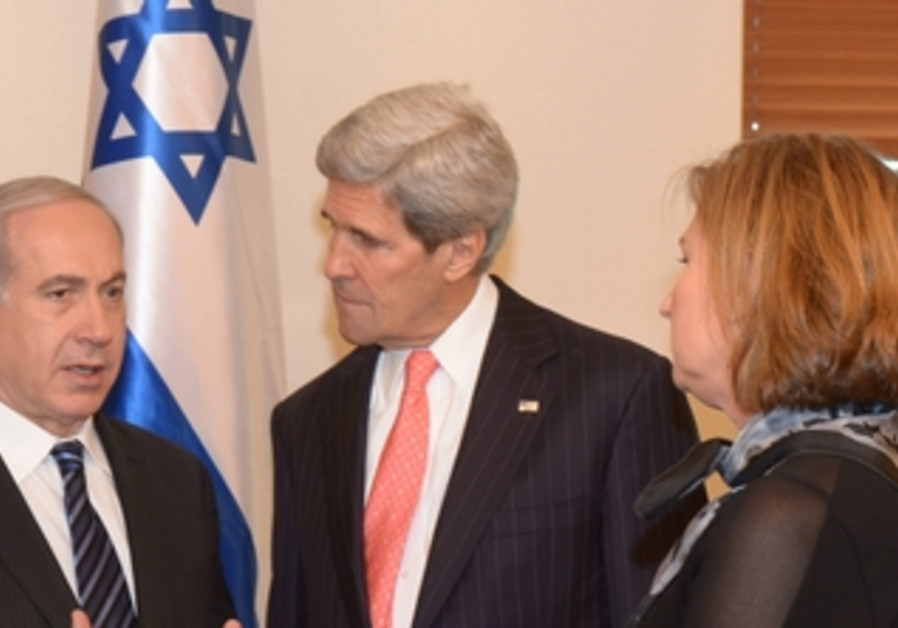PM Binyamin Netanyahu, US Secretary of Stat John Kerry, Justice Minister Tzipi Livni, May 23, 2013