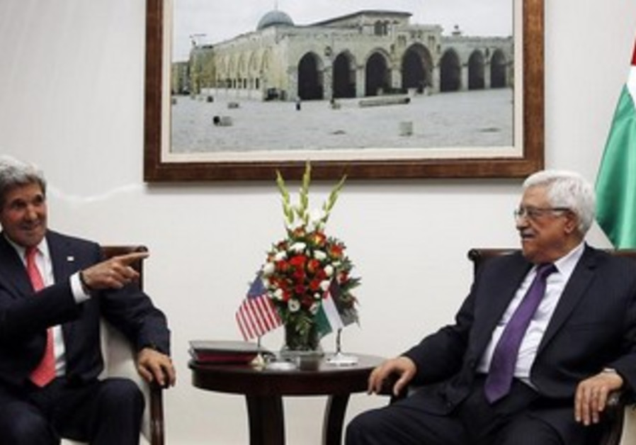 US Secretary of State John Kerry meets with Mahmoud Abbas in Ramallah, May 23, 2013.