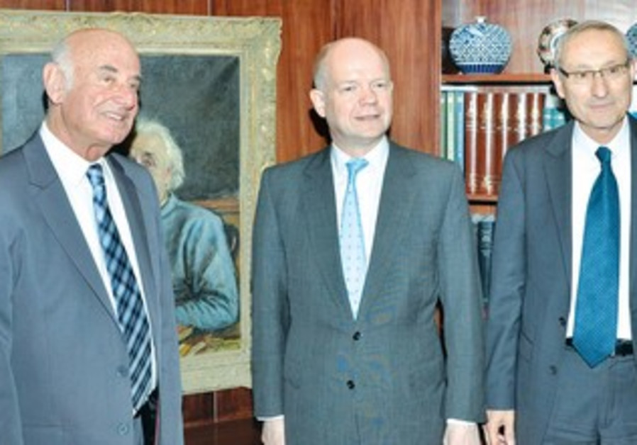 British FM Hague flanked by Minister Peri (L) and HU President Ben-Sasson