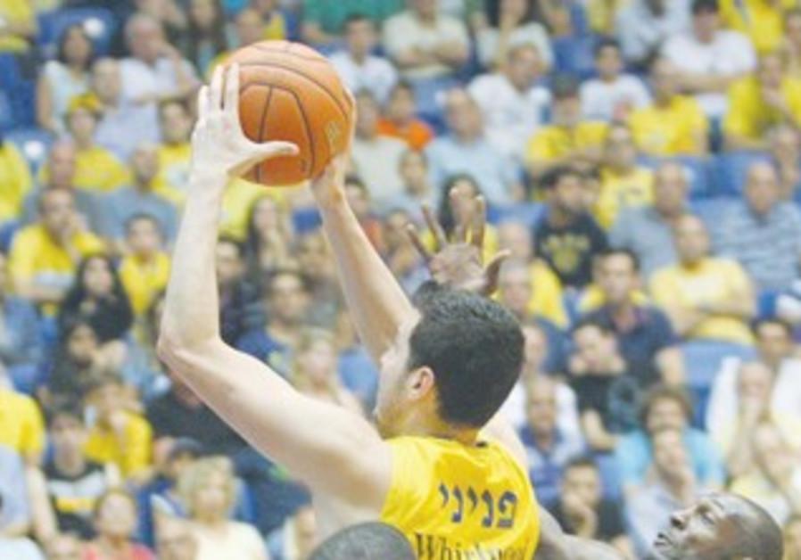 GUY PNINI'S (10) Maccabi Tel Aviv advanced to the BSL final.