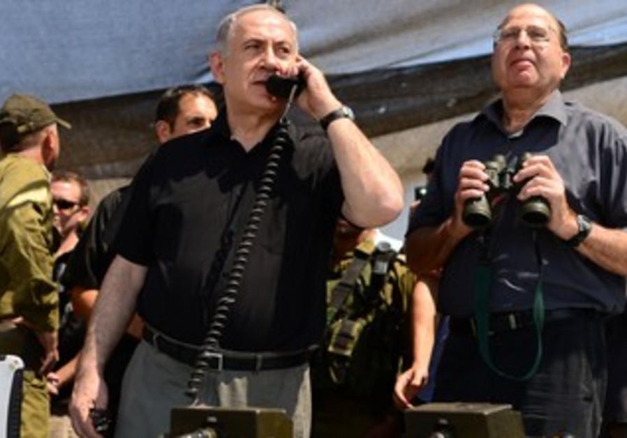 Prime Minister Binyamin Netanyahu talks to Golani officer in the field during exercise, June 26.