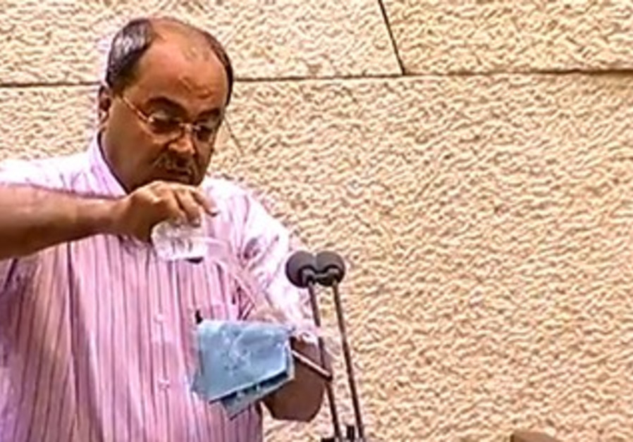 Ahmed Tibi pouring water on Prawer Bill.