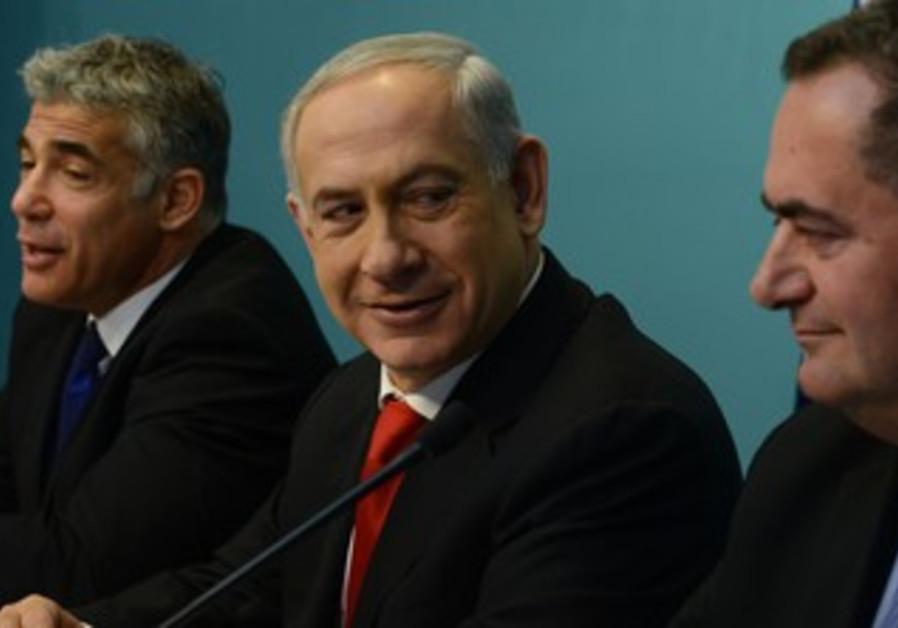 PM Netanyahu announces tenders for new portz with Lapid, Katz