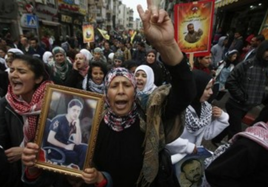 """Palestinians take part in a protest marking """"Palestinian Prisoners Day"""" in Ramallah, April 17, 2013"""