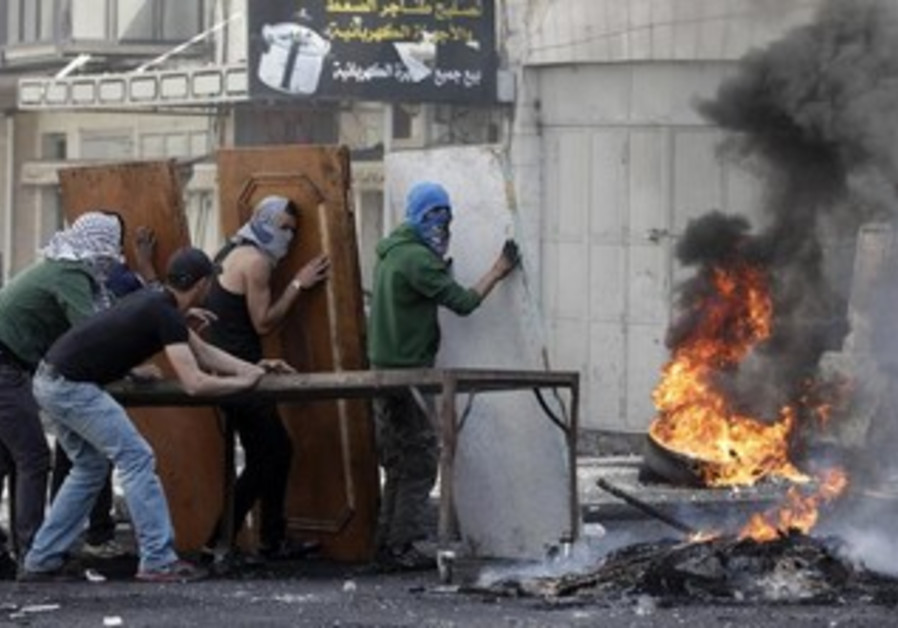 Palestinians clashing with IDF troops in the West Bank