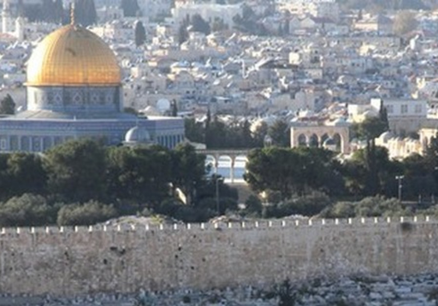 Orthodox Jews look out Temple Mount