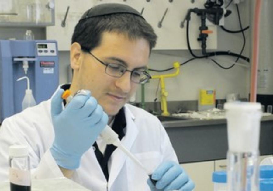 YESHIVA UNIVERSITY student David Kornbluth works in a lab at Bar-Ilan University.