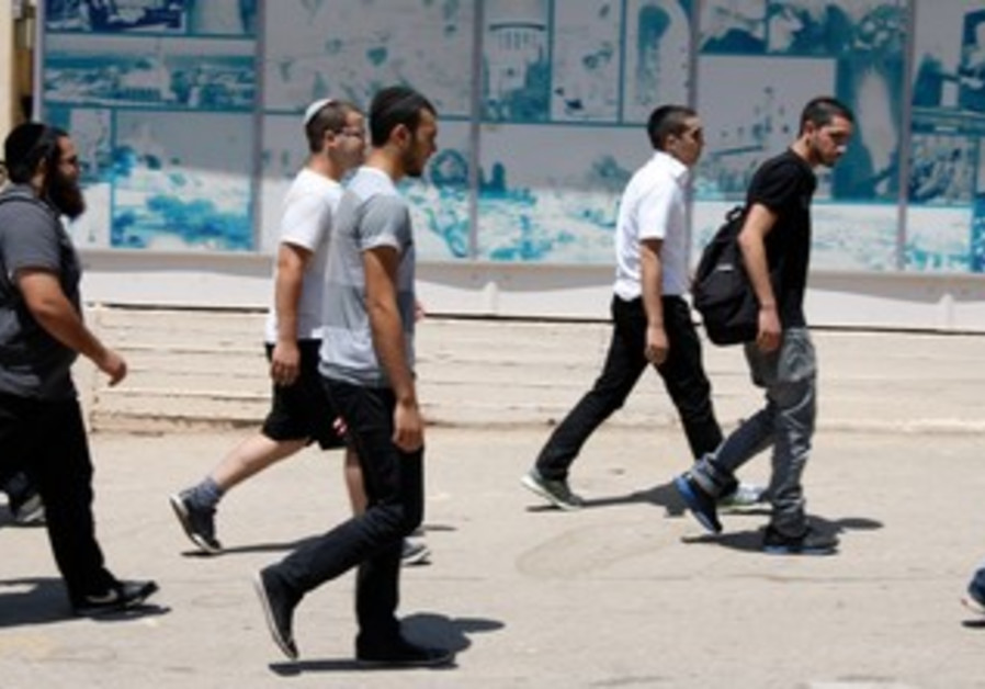 New recruits arrive at IDF Induction center on to join haredi army programs, August 1, 2013.