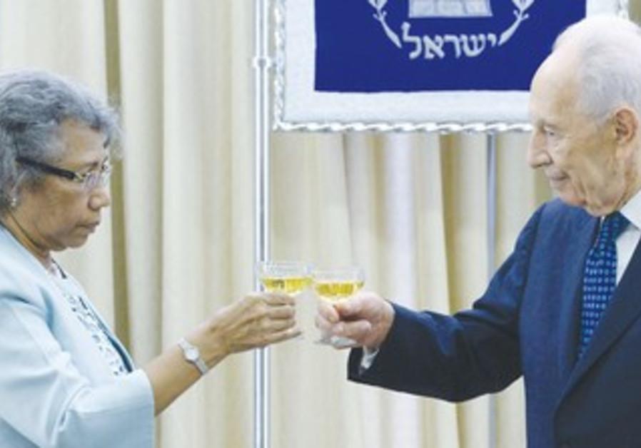 President Shimon Peres  with the new ambassador of Papua New Guinea, Winnie Anna Kiap.
