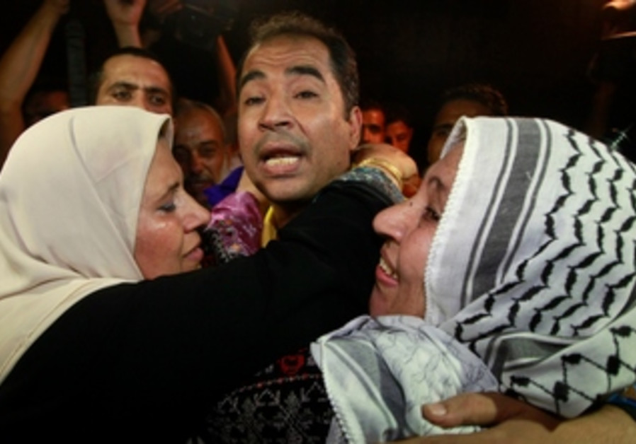 A newly released Palestinian prisoner is greeted by his mother in Gaza, August 14, 2013.