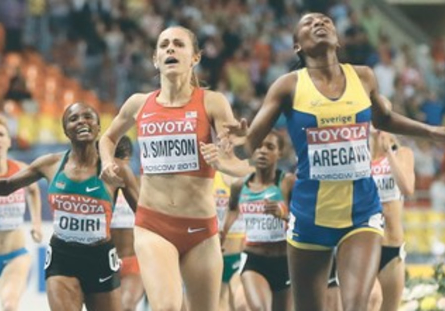 ABEBA AREGAWI (right) of Sweden runs to win ahead of second placed Jennifer Simpson (left) of the US