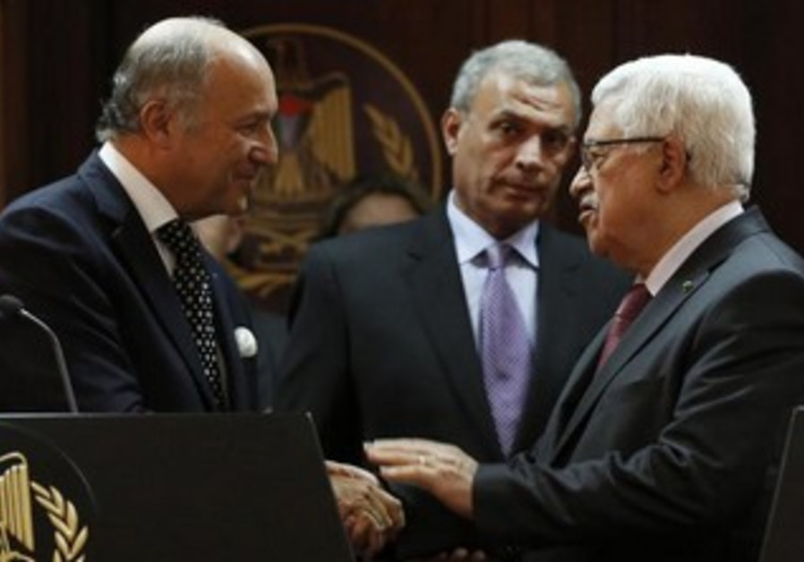 PA President Mahmoud Abbas meeting with French FM Laurent Fabius in Ramallah, August 24, 2013.