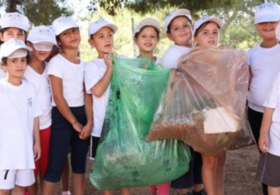 Children clean for World Clean-up Day