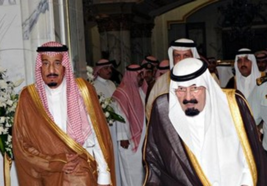 Saudi Arabia's King Abdullah (R) and his brother Prince Salman.