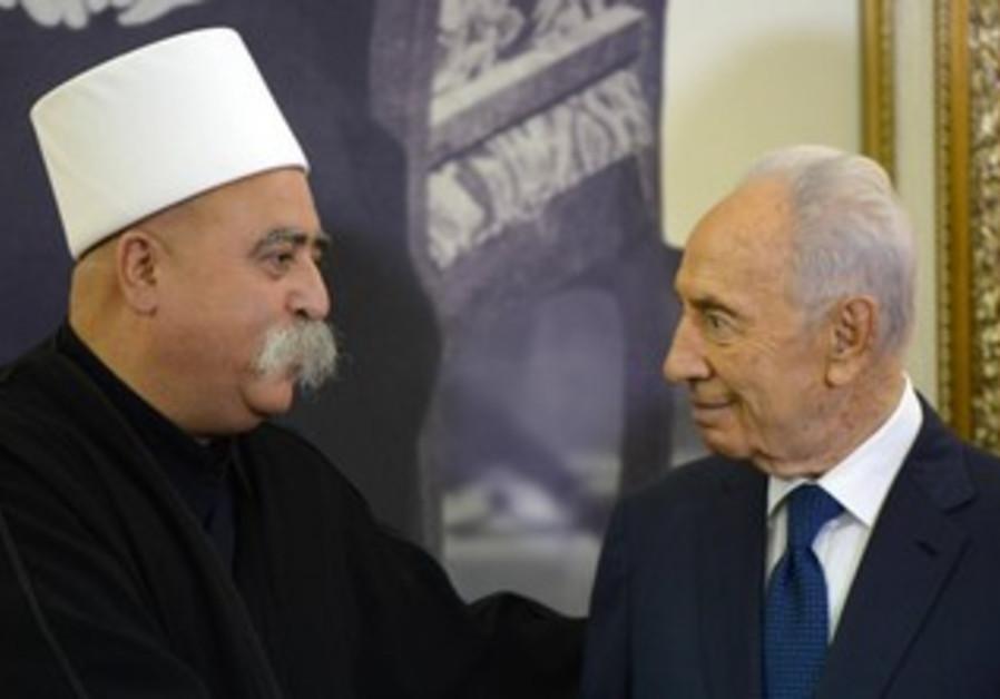 Peres meets Druze Golan community