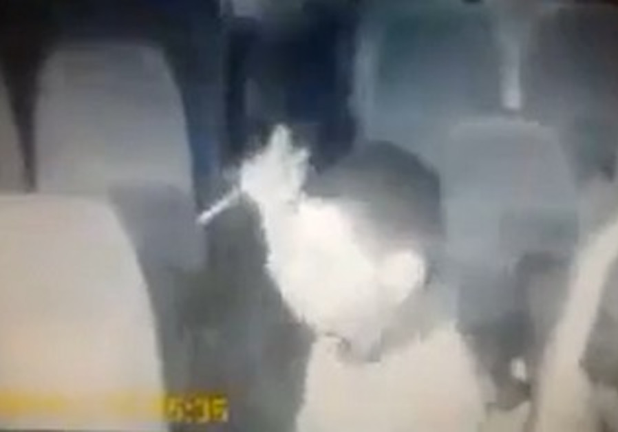 Palestinian attempts to stab passengers on Egged bus.