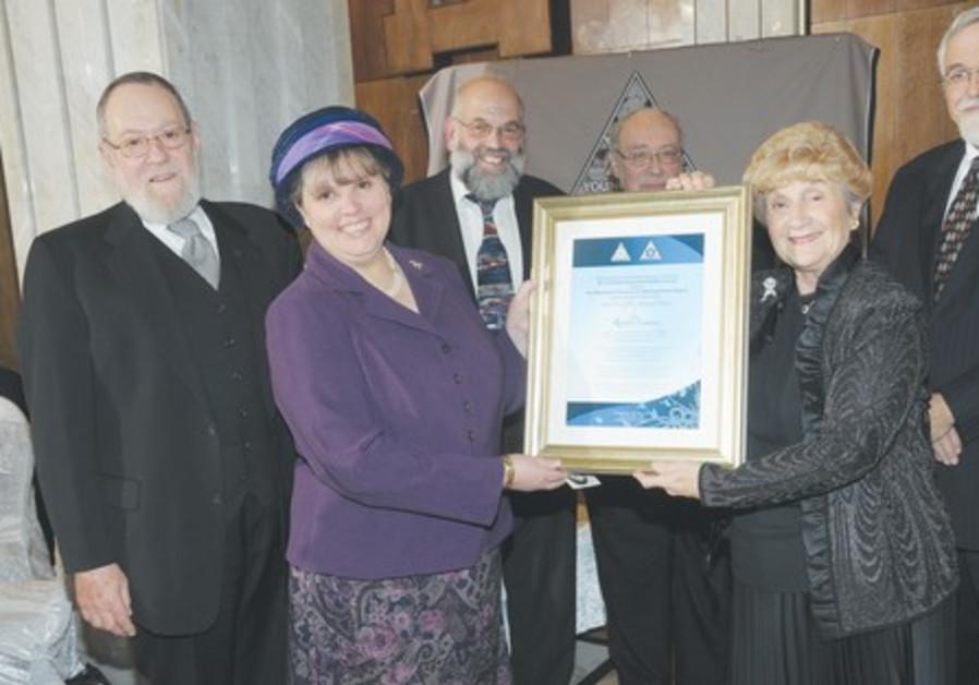 RACHEL LEVMORE (left) receives the Leah Ain Globe Memorial Award at the Jerusalem Great Synagogue.