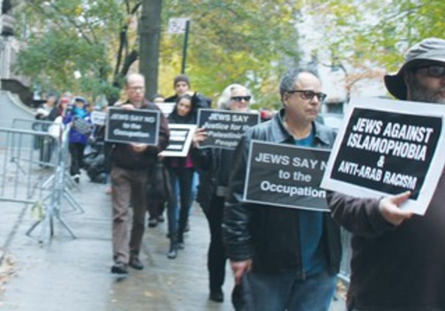 LEFT-WING JEWISH protesters demonstrate on Sunday outside the Samaria Regional Council event in NY.