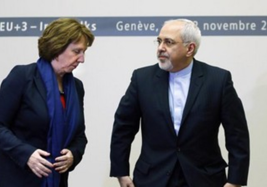 EU foreign policy chief Catherine Ashton (2nd R) speaks with Iranian FM Mohammad Javad Zarif.