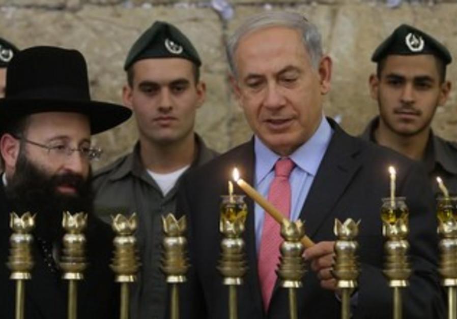 Prime Minister Netanyahu lighting the 2nd candle of Hanukka at the Western Wall, November 28, 2013.