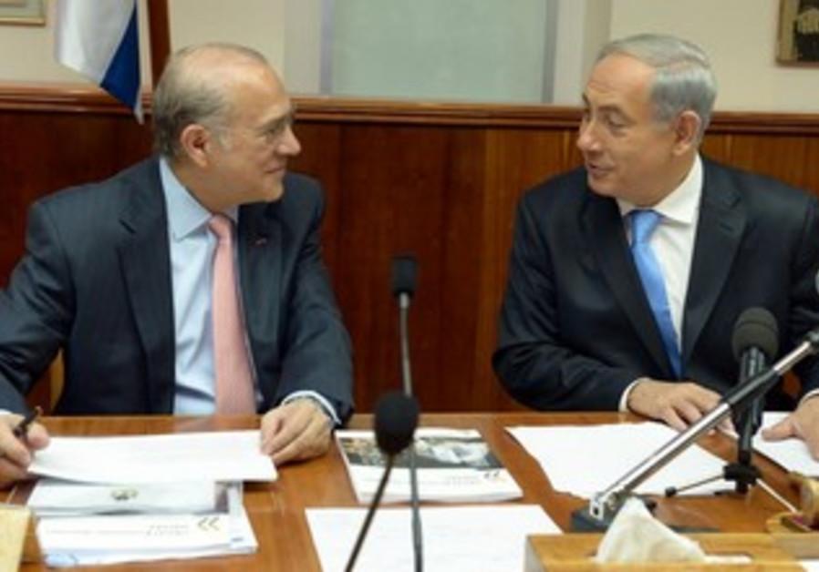 Prime Minister Binyamin Netanyahu meeting with OECD Sec-Gen Anjel Gurria, December 8, 2013.