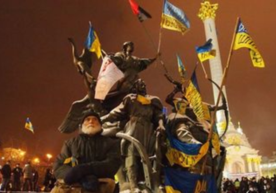 Protesters in Kiev rally against closer Ukrainian ties to Moscow, December 2013.