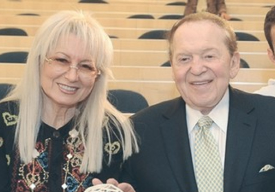 Dr. Miriam and Sheldon Adelson receive the key to the Entrepreneurship School at IDC Herzliya