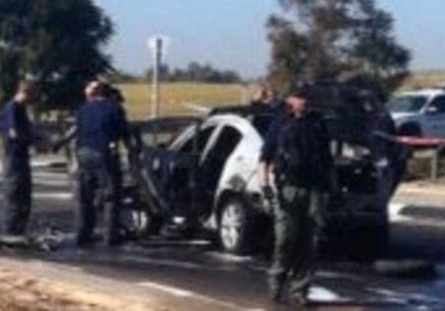 Car explosion scene in Rehovot, December 2013