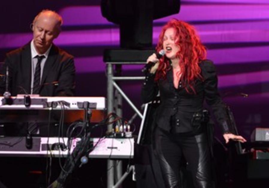 Cindy Lauper performs in Tel Aviv, January 4, 2014.