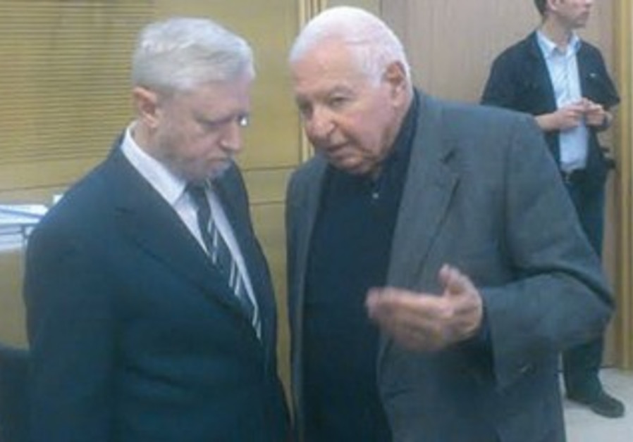 State Comptroller Joseph Shapira confers with his predecessor, Micha Lindenstrauss, at the Knesset.