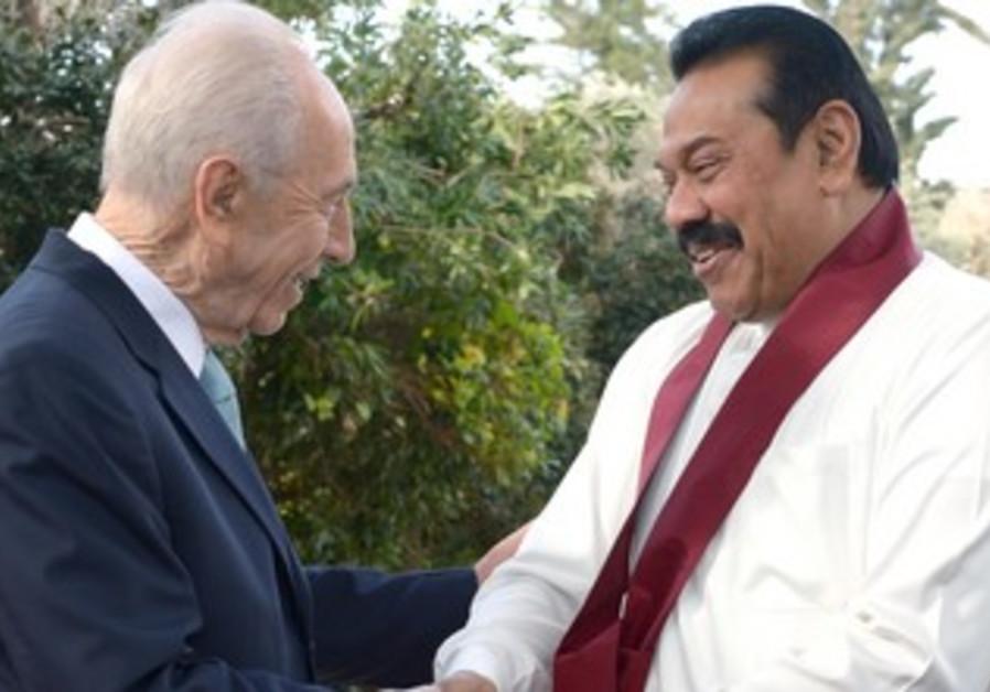 President Shimon Peres greets Sri Lankan President Mahinda Rajapaska in Jerusalem