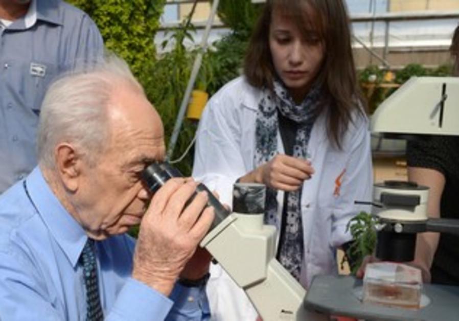 Peres in the Arava, January 16, 2014