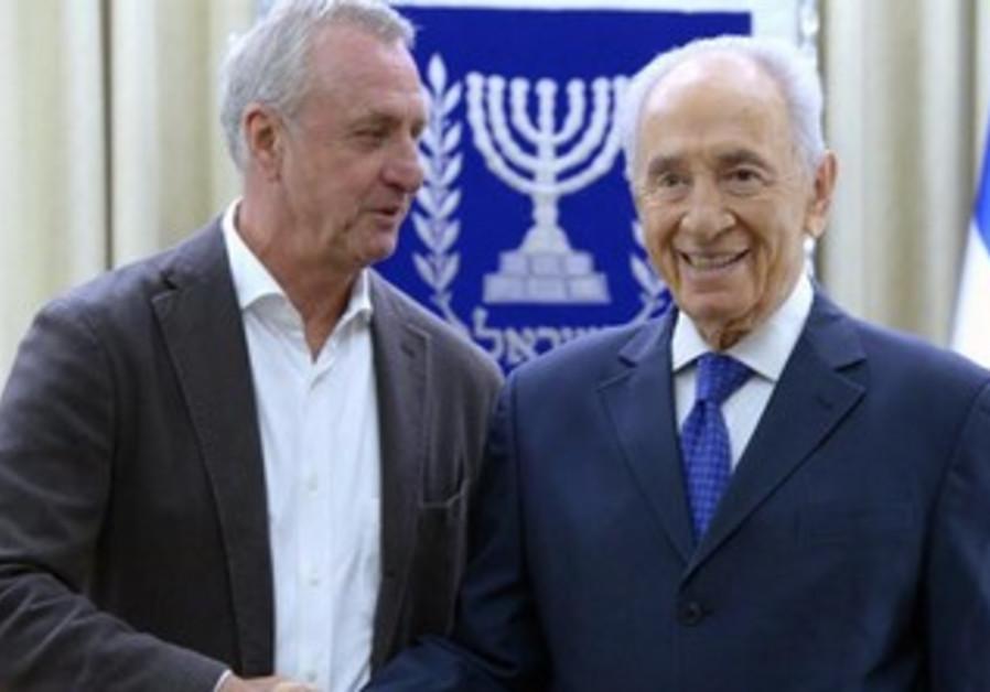President Shimon Peres welcomes Johan Cruyff to the President's Residence.