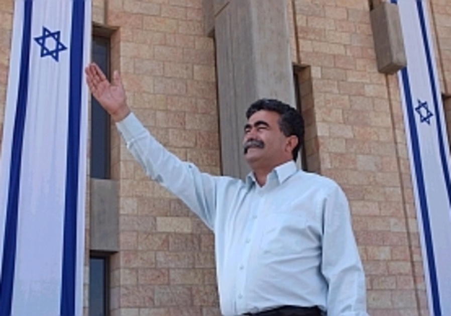 Peretz: Give Likud ultimatum on adding Kadima
