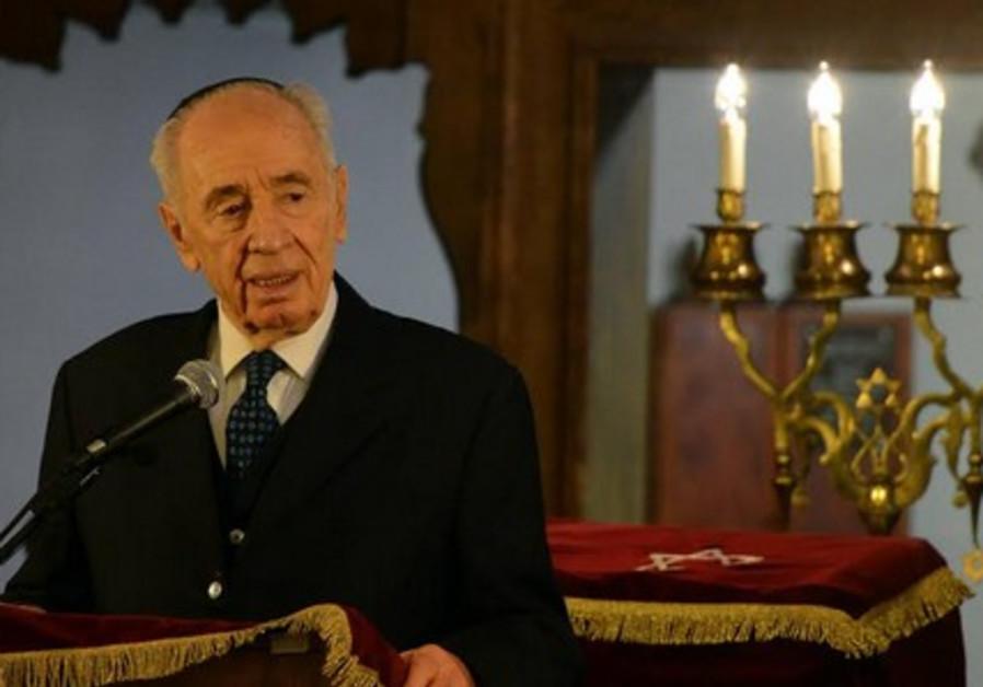 Peres in Oslo synagogue, May 11, 2014.